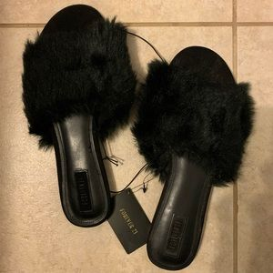 Forever 21 Black Faux Fur Slippers Slides - W9 NWT